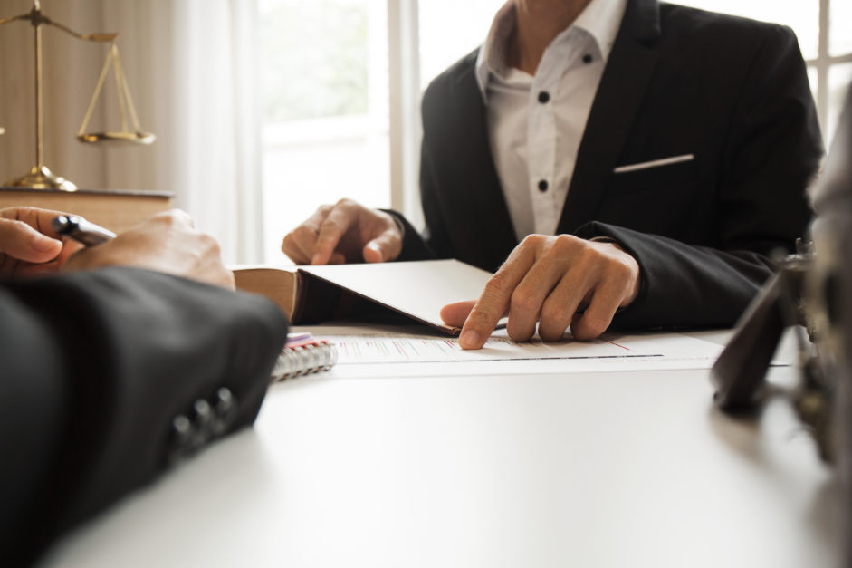 أشهر مواقع العمل أونلاين للاستشارات القانونية
