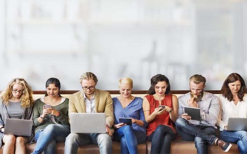 التكنولوجيا تغير طريقة تواصل مع الاقارب والاصدقاء